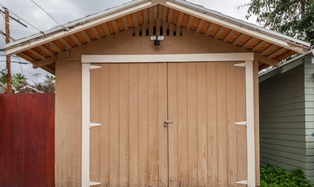 16 - Garage