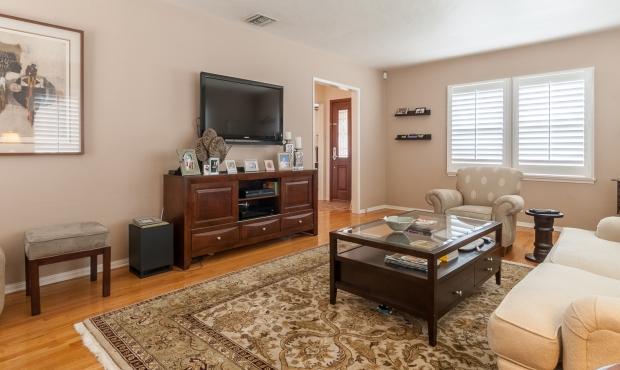 4 - Living Room 2
