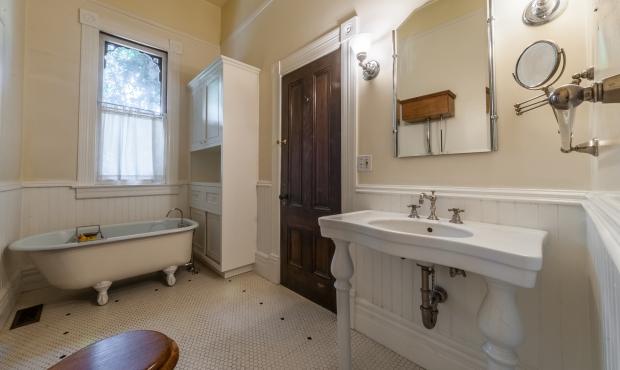 11 Bathrooms (2 of 2)