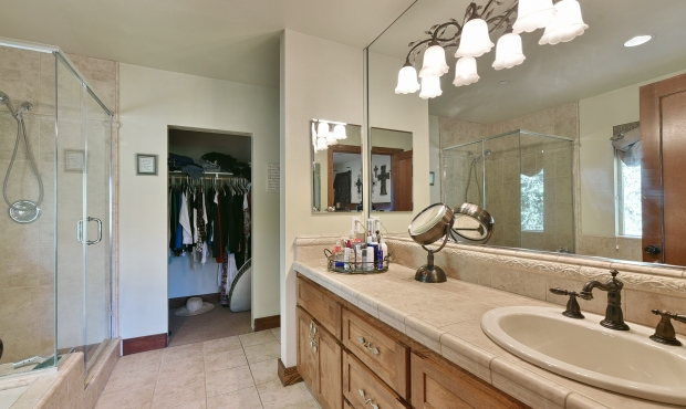 15Master Bath and Walk-in Closet