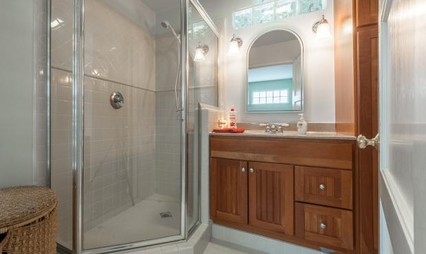12 - Bathroom 2