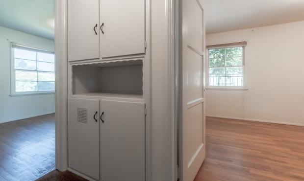 10 - Hallway storage