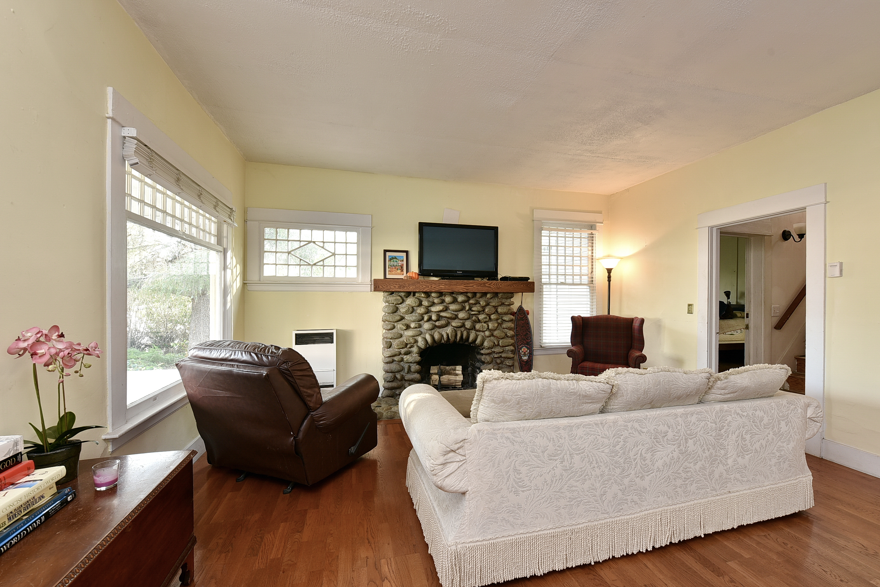 Charming Bungalow In Beautiful And Quaint Monrovia