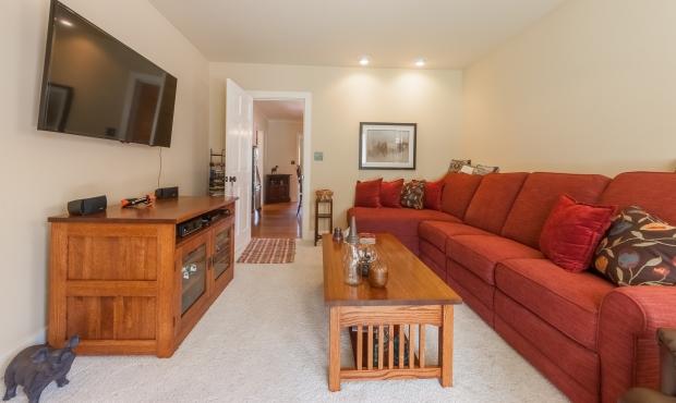 14 - Family Room