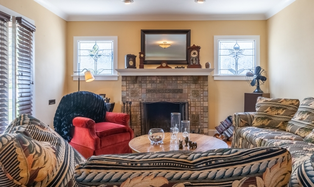 5 - Living room with fireplace