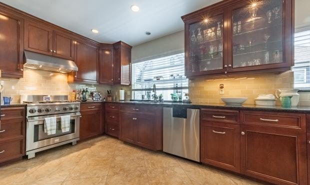 8 - Kitchen