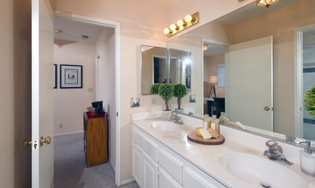 20 Master Bath Counter Space