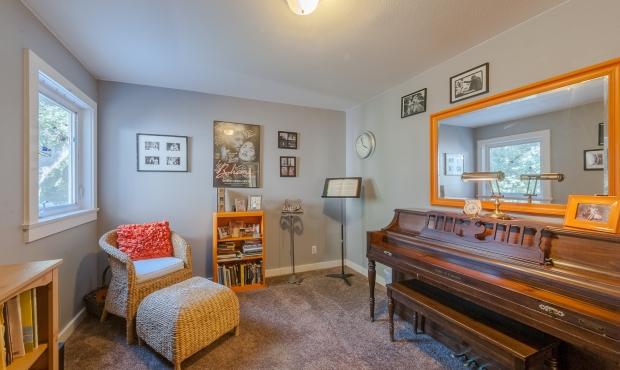 18 piano room