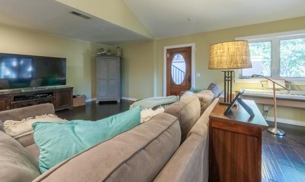 6 Livng Room 2