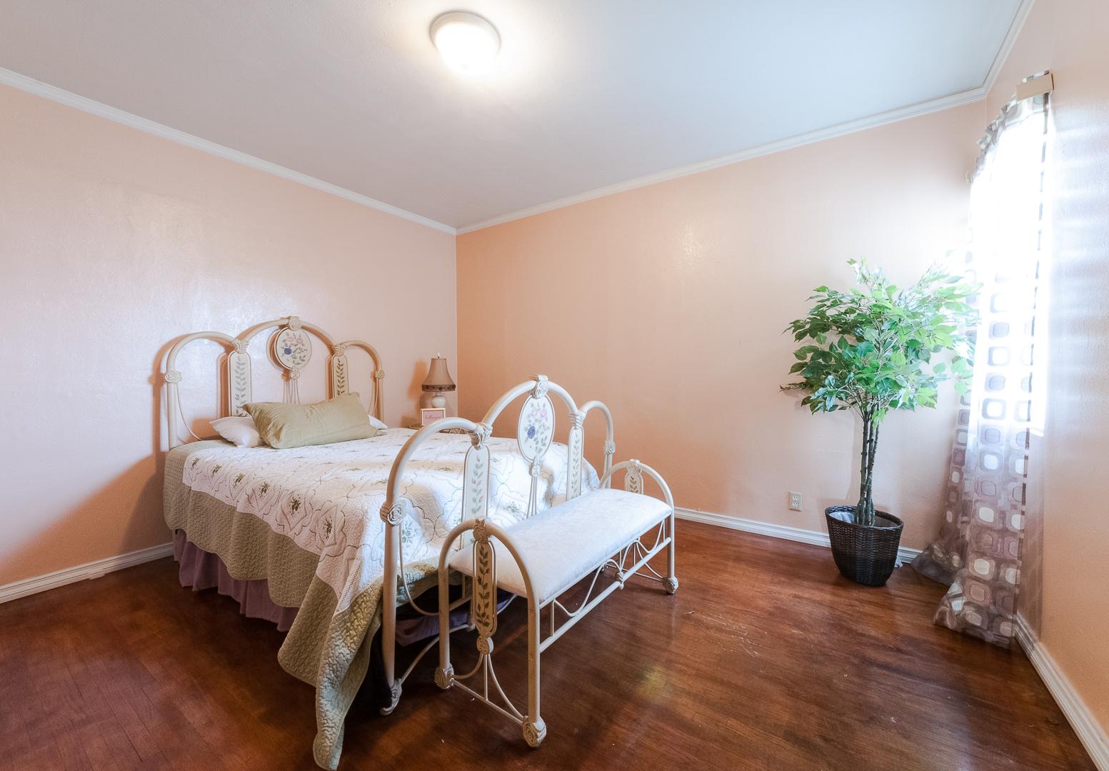 12 - Bedroom
