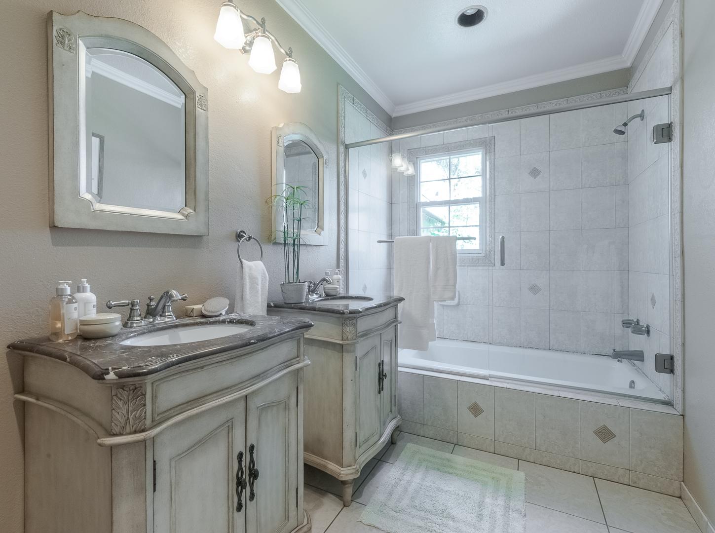 13 - Bathroom