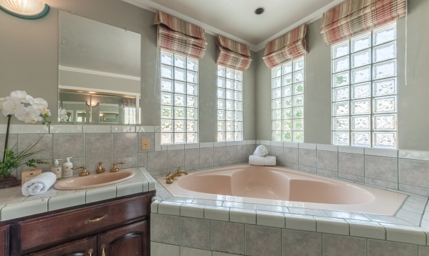11 - Master Bath