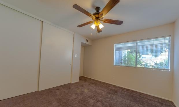 8-bedroom 1