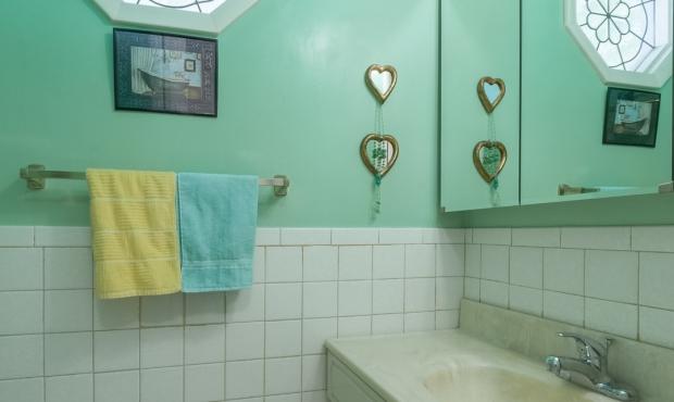 9 - Bath 1
